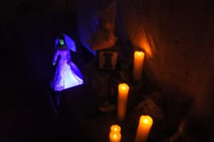 daisey-avenue-haunt-candles
