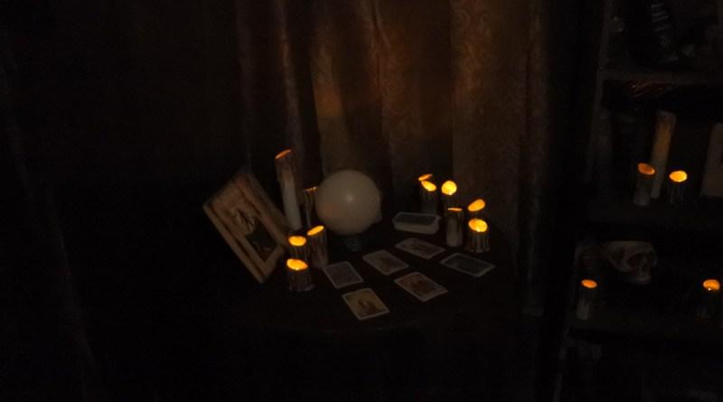 daisey-avenue-haunt-tarot-cards