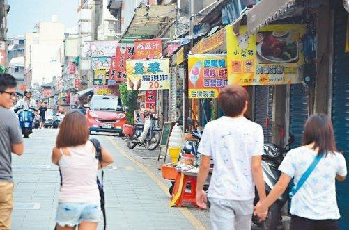 各地傳統老街賣的東西都大同小異。 圖片來源:聯合新聞網