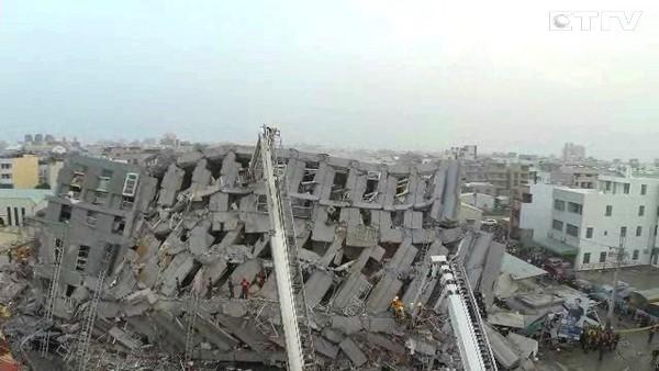 台南永康的維冠大樓,在206大地震中倒塌。 圖片來源:東森新聞