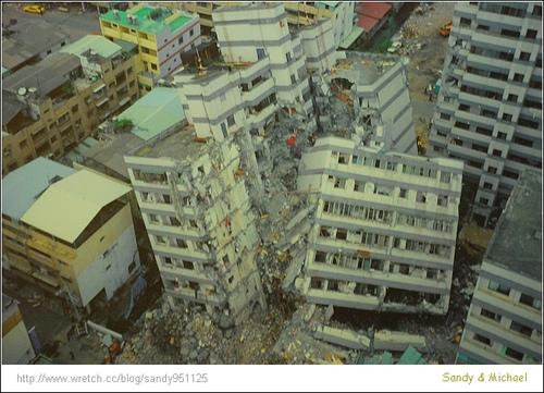 十七年前的921大地震造成大量傷亡與災損。 圖片來源:Sandy & Michael's漫步生活