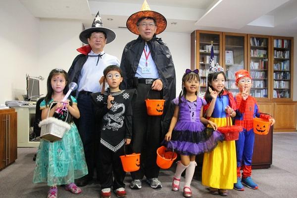 柯文哲萬聖節扮巫師。 圖片來源:中廣新聞網