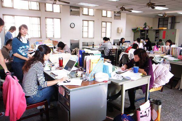 學校的行政工作常讓教師精疲力竭。 圖片來源:維基百科