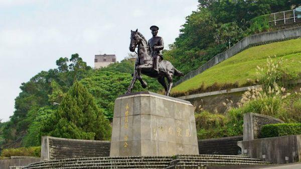 政大蔣公銅像有教授提出要買下。 圖片來源:雅虎奇摩