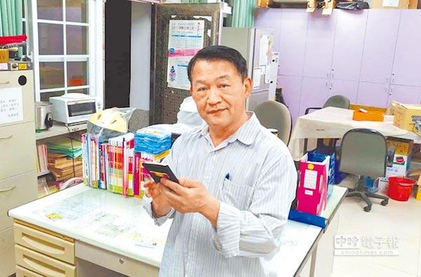 六龜高中校長盧正川鼓勵學生多元發展。 圖片來源:中時電子報