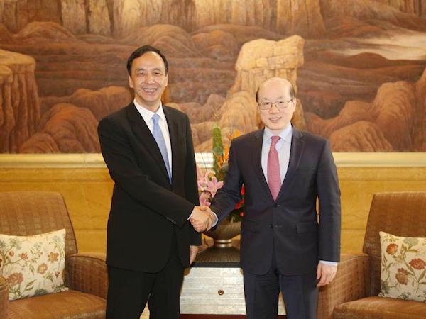新北市長朱立倫在上海會見新任國台辦主任劉結一。 圖片來源:頭條日報