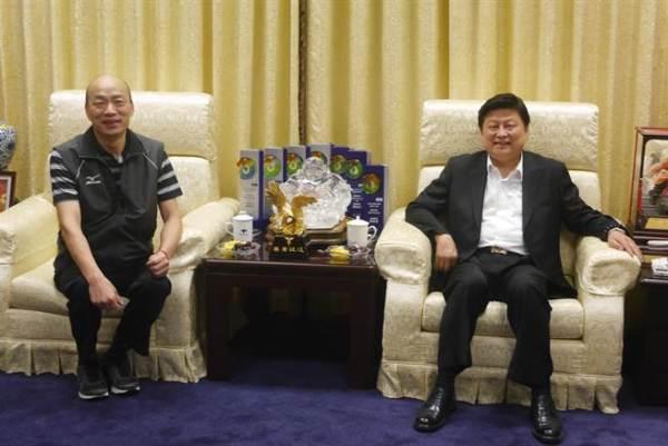 前花蓮縣長傅崐萁與高雄市長韓國瑜。 圖片來源:中天新聞