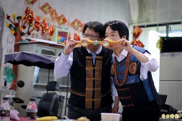 賴清德與潘孟安共飲山盟海誓酒。 圖片來源:自由時報