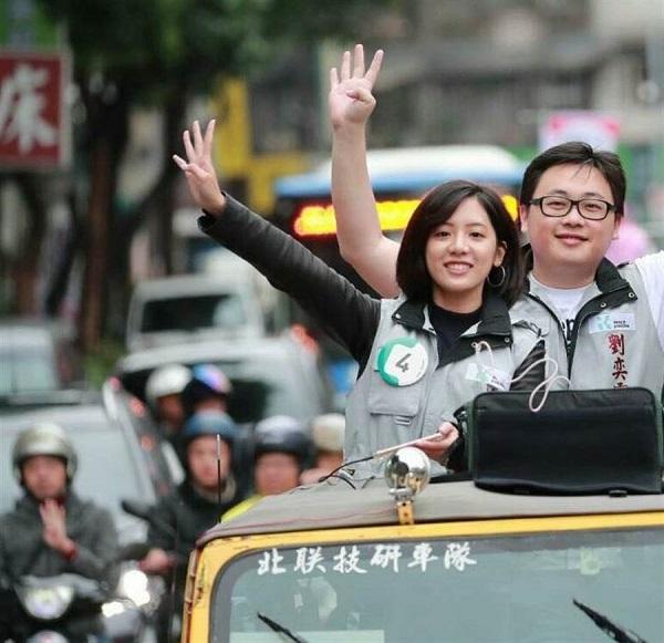 學姐黃瀞瑩投入立委選舉。 圖片來源:中時電子報
