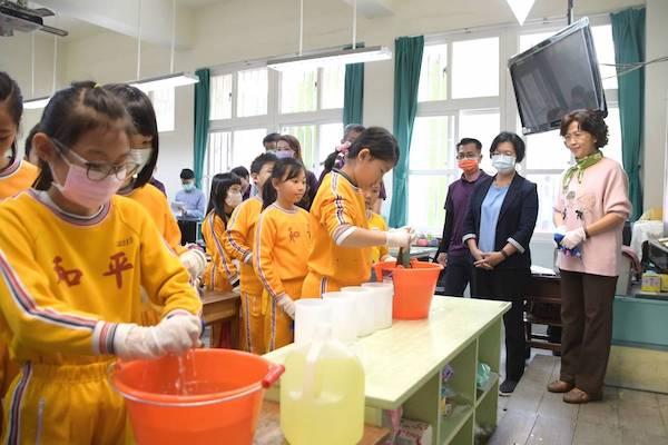 國中小開學在即,新冠病毒疫情面臨挑戰。 圖片來源:國立教育廣播電台