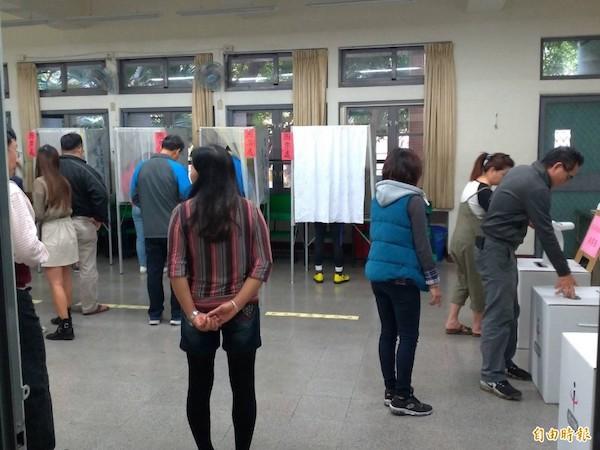 高雄市政府以防疫為名,限制學校出借教室當投開票所。 圖片來源:自由時報