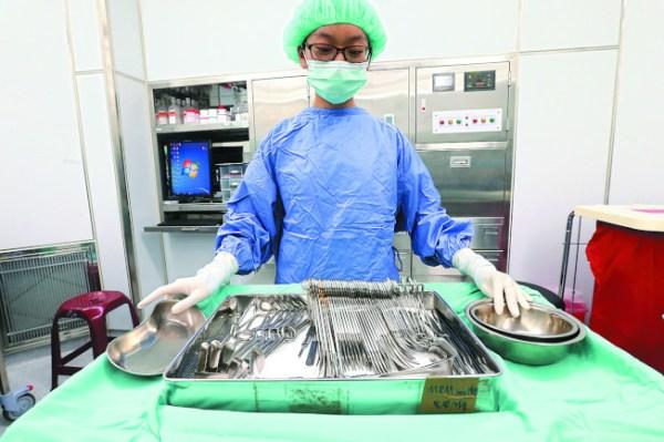 健保打算將醫材設定上限引發爭議。 圖片來源:世界日報