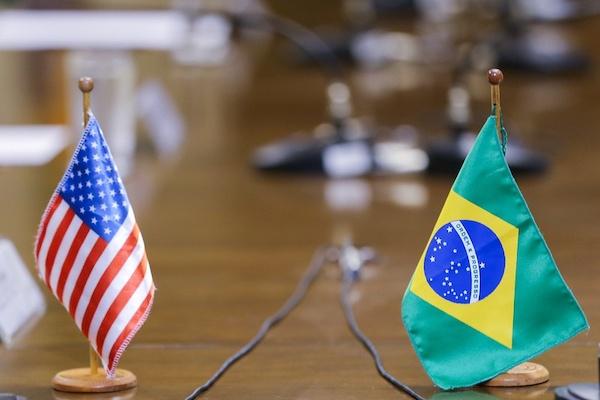 美國與巴西簽署《深化軍事國防合作協定》。 圖片來源:新浪財經