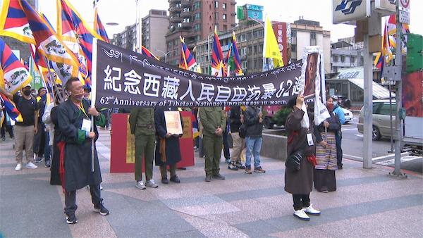 圖博抗暴紀念日於台灣進行大遊行。 圖片來源:民視