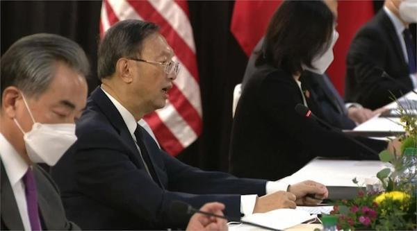 楊潔箎在美中會談大爆走,王毅在場錯愕。 圖片來源:民視