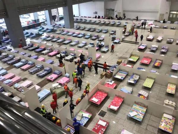 中國在疫情期間建立方艙醫院。 圖片來源:新頭殼