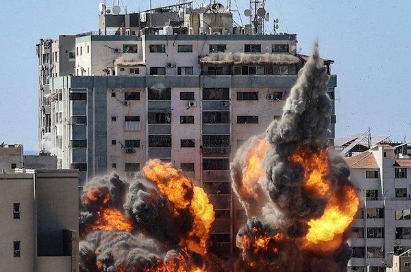 以巴衝突遭炸毀的媒體大樓。 圖片來源:大紀元