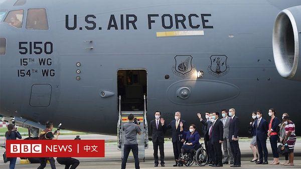 美國軍用運輸機來台宣布捐贈疫苗。 圖片來源:BBC
