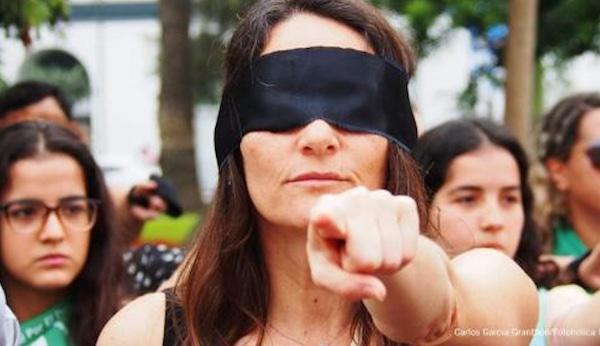 現代人懂得堅持維護自己的權利。 圖片來源:國際特赦組織台灣分會