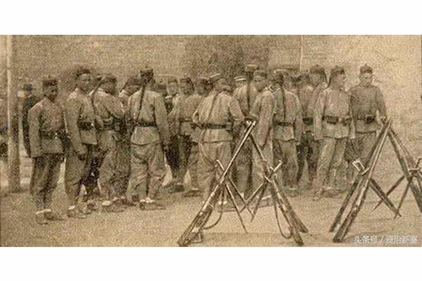張勳的辮子軍復辟。 圖片來源:每日頭條