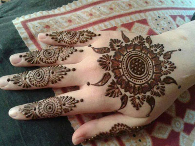 Simple Mehndi Designs for Hands 1