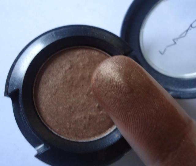 MAC Eyeshadow Romp Review, Swatches