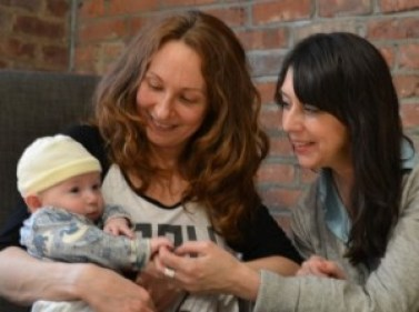 Manon in action with baby Reed and mom Vanessa
