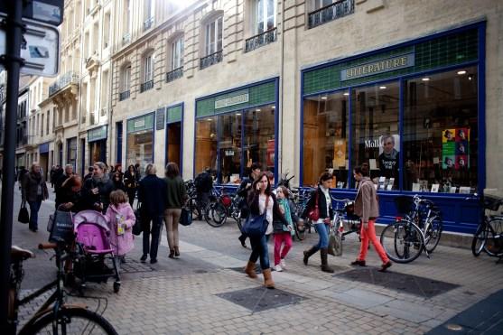 Die Librairie Mollat in Bordeaux - mit einem unabhängigen Sortiment von rund 180.00 Titeln und 2.700 qm Ladenfläche, ein Traum von einer Buchhandlung.