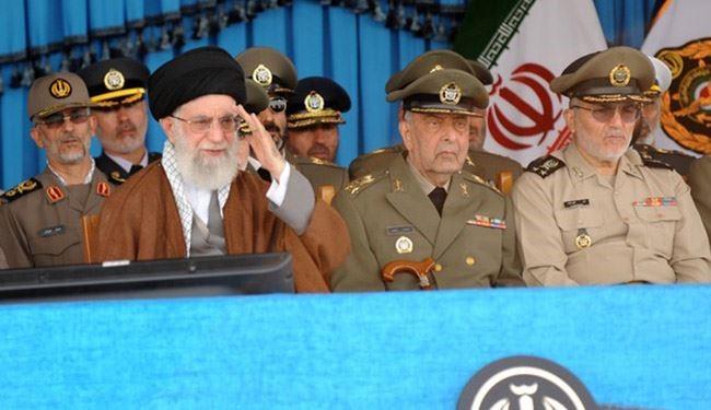 قائد الثورة الاسلامية في مراسم تخرج دفعة من ضباط الكلية البحرية