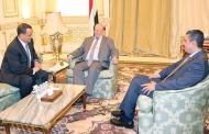 مفاجاءة الحوثي يلقي السلاح ويسلمه لمخازن الدولة