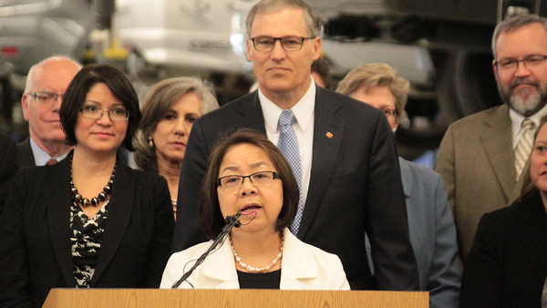 photo of Shoubee Liaw and Gov. Jay Inslee