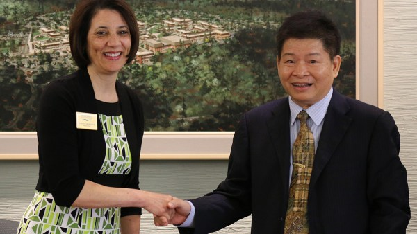 Shoreline's President Roberts Signs Memorandum of Understanding with Delegates from China's Hainan Open University