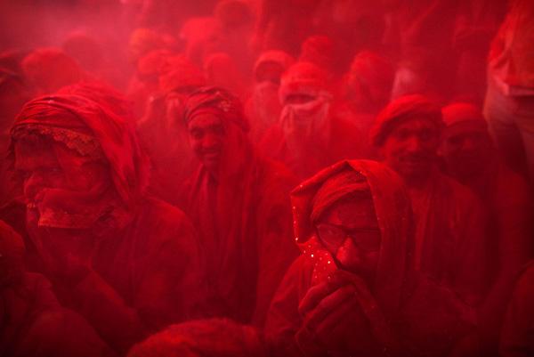 """مهرجان الألوان """"هولي"""" في الهند 2012"""