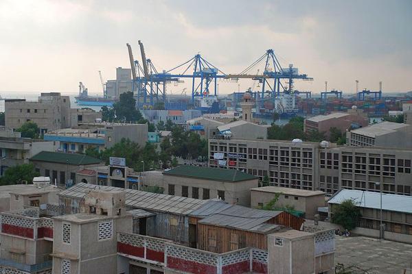 عزز الميناء من مكانة مدينة بورتسودان فهي مركز الاستيراد والتصدير