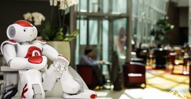 ماريو موظف رجل آلي في فندق