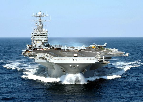 USS George Washington (CVN-73) in 2001.