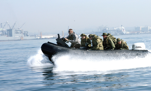 U.S. Marine instructor with Expeditionary Warfare Training Group Pacific, drives a group of Japanese soldiers from the Japan Ground Self-Defense Force's Western Army Infantry Regiment around San Diego Bay in a rigid-hull inflatable boat. DoD Photo
