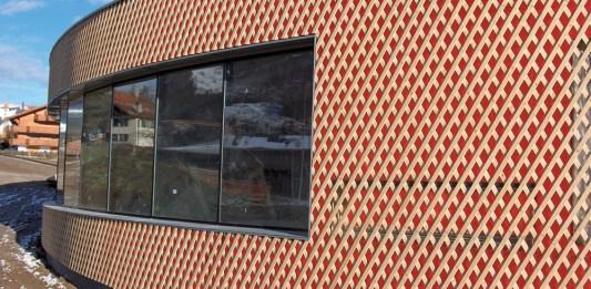 Einfach moderne Akzente setzen mit Fassadenmembranen in fünf Farben