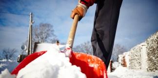 Bei der Schneeräumung auf Streusalz nicht vergessen!