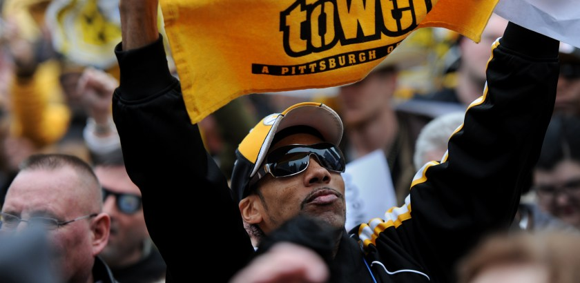 Rebecca Droke/Post-Gazette-- Friday, January 15 , 2016-- STANDALONE LOCAL-- A fan at the Steelers rally in Market Square on Friday, January 15, 2016.
