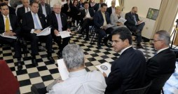 Resident Commissioner Pedro Pierluisi, center, heads a meeting with dozens of private sector and labor leaders Thursday.