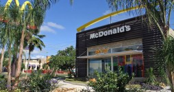 The new restaurant, which created 90 jobs, is located in Plaza Guaynabo and opened to the public in late December.