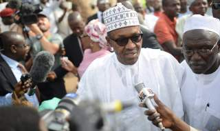 KATSINA, NIGERIA - MARCH 28: The main opposition All Progressives Congress (APC) presidential candidate, Mohammadu Buhari (C) speaks to the press as he arrives for registration at Gidan Niyam Sakin Yara polling station in Daura district of Katsina, Nigeria on March 28, 2015. Security has been beefed up as hundreds of thousands of voters are expected to vote in the Nigerian general elections after they were delayed for over a month due to Boko Haram. (Photo by Mohammed Elshamy/Anadolu Agency/Getty Images)