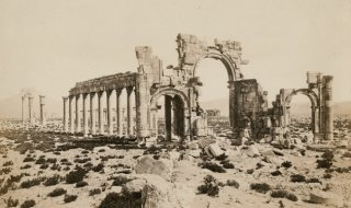 The triumphal arch in the ancient city of Palmyra in Syria, circa 1880. (Photo by Spencer Arnold/Hulton Archive/Getty Images)