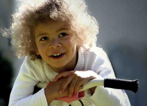 """Damit die Zähne von Kindesbeinen an gesund sind, organisiert der Arbeitskreis Zahngesundheit im Kreis Viersen vom 24. bis 26. September drei Aktionstage zum Thema """"Fit-Bar 2013"""". Foto: Helene Souza / pixelio"""