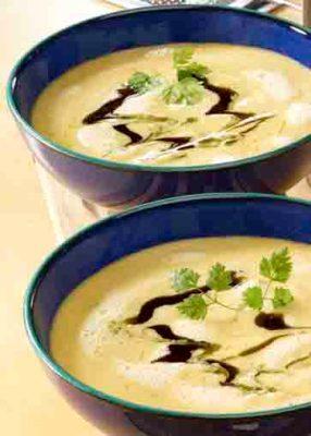 Kartoffel-Kürbis-Schaumsuppe mit Kürbiskernöl. Foto:  Wirths PR