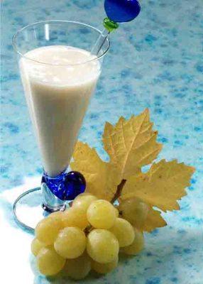 Traubensaft schmeckt auch mit Joghurt. © Wirths PR