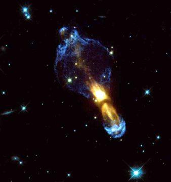 Der Calabash-Nebel So wie der hier gezeigte Calabash-Nebel könnte IRAS 15445 in einigen hundert Jahren aussehen. Der Nebel ist ungefähr ein Lichtjahr lang.Foto:  © NASA/ESA & Valentin Bujarrabal (Observatorio Astronomico Nacional, Spanien)