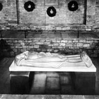 Denkmäler und Gedenkstätten zu Krieg und Zerstörung