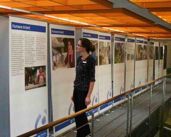 """Blick in die Ausstellung """"50 Jahre Lebenshilfe Detmold"""". Foto: T. Trappmann"""